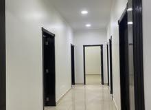 شقة راقية للإيجار في الحد 3 غرف وحمامين وصالة كبيرة وغرفة غسيل وموفقين