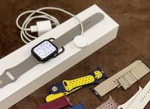 ساعة apple الإصدار الرابع سنة الشراء 9/2019 نظيفة مع 6 اسوارات