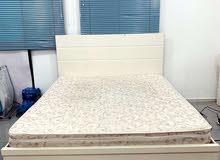 غرفة خشب محلي مع مرتبة لاما عباس الهزيم كالجديدة Clean wooden bedroom + Lama mattress like new