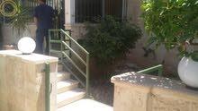شقة ارضية مميزة للبيع في الرابية 180م مع حديقة وترسات 100م