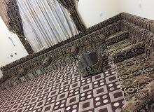 صالون عربي للبيع معاه 3 طاولات