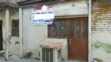 بيت للبيع 48م واجه 5 قديم جدا( يعتبر ارض) باب شرجي