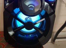 مكبر صوت بلوتوث من لوجين كامل الوظائف مناسب للحفلات والمناسبات الخاصة. تصميم