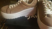 shoes بكعب كوتشي