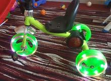 بسكليت لون اخضر مع اضاءة وموسيقى