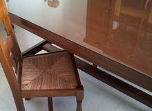 طاولة وكراسي صنع فرنسي