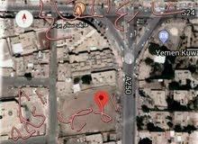 ارض تجارية 65 لبنة حر في شارع المقالح الاصبحي على شارع 24 لرجال الاعمال
