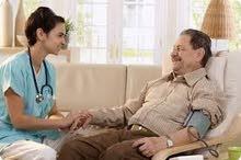 متوفر لدينا مرافقين ذكور  ومرافقات لكبار السن مع الرعاية الصحية وخادمات