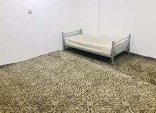 غرفة مفروشة ومكيفه للايجار الشهري عزاب