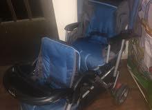 عرباية اطفال توأم وكراسي سيارة عدد 2 وسيارة طفل للبيع