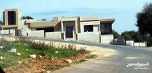 ارض للبيع دابوق مساحه685م مربة الشكل محاطه بالفلل الفخمه مطله وكاشفه