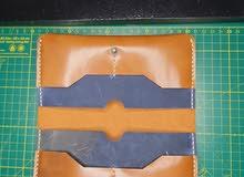 محافظ من الجلد الطبيعي صناعة يدوية
