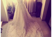 فستان زفاف راقي للبيع
