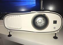 للبيع بروجكتور ثلاثي الابعادي سنمائي جوده عالية للصور سعره بالغانم 599د.ك سعر البيع 270د.ك