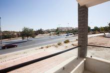 شقة أرضية 135مترمربع مع ترس ومدخل خاص مميزة جدا في الجبيهة