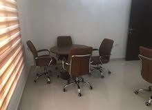 مكتب مؤثث للإخلاء أو لبيع الأثاث