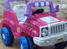 سيارة تقودها الطفلة بنفسها أو تحركها بريموت كنترول