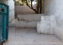 بيت طابقين في بيت راس