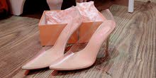 حذاء بكعب شفاف سندريلا