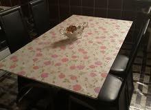 طاولة و4 كراسي