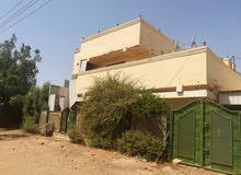 بيت موقع مميز في الثوره يفتح في ميدان جنب جامعه التقانه