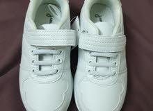 حذاء رياضي مقاس 32