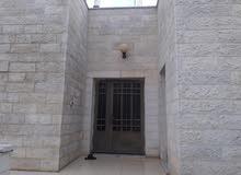 بيت مستقل للبيع في عين الباشا المضمار مقابل مستشفى الأمير حسين