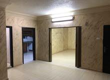 للايجار 3 غرف نوم 2 صالون حمامين وبرندة بالزرقاء الجديدة خلف مخابز اشرف
