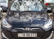 سائق مع سيارة لخدمات التوصيل و السياحة داخل المملكة