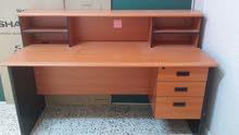 مكتب ماليزي استعمال بسيط  ونظيف