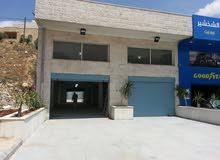 مبنى تجاري مميز 800م مع 1000م مستودعات ومواقف شارع الشهيد
