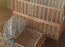 سرير اطفال طرفين استعمال بسيط يحتاج صيانه عجلة واحدة ف الراجل