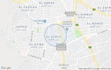شقه في (اربد شارع الجامعه /غرب البوابه الغربيه) مساحتها 110م
