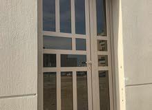 تصنيع أبواب شبابيك قواطع مطابخ تركيب جام صيانه عامه  97745451