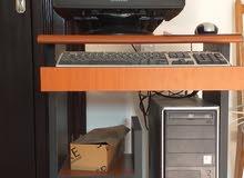 جهاز حاسوب مكتبي مع طاولته بسعر 500 دينار قابل للنقاش