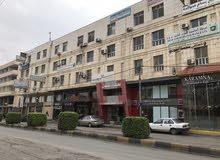 مكتب تجاري غرفتين وصالة وحمام ومطبخ صغير على الشارع