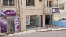 استثمار سنوي من 7 آلاف إلى 8 آلاف. 3 محلات للبيع غرب شارع جامعة اليرموك