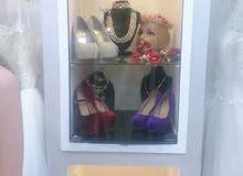 للبيع..محل تأجير وبيع بدلات اعراس وفساتين سهرة للبيع لعدم التفرغ وبداعي السفر