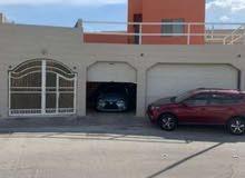 للبيع فيلا في مدينه حمد الدوار 7 مساحة الأرض 466متر البيت يتكون من 6شقق. 9غرف 6