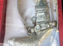 للبيع خنجر من الفضة والحزام من الفضة