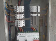 فني كهربائي لصيانة واصلاح المشاكل الكهربائيه