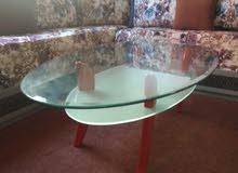 طاولة زجاجية