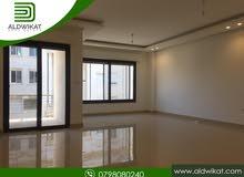 شقة مميزة للايجار في منطقة الدوار الرابع مساحة البناء 200 م
