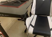 السلام عليكم للبيع كرسي قيمنق وطاولة قيمنق LED