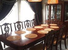 طاولة و10 كراسي ودرج البوفيه
