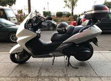 للبيع دراجة نارية ماركة هوندا سيلفر وينغ