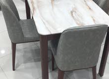 طاولة طعام رخام والكراسي قماش