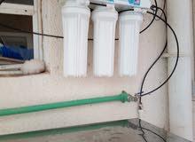 معكم شاب عماني لدية خبرة في مجال الكهرباء والماء وعندي  محل بيع وصيانة أجهزة تنق