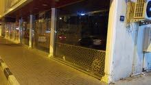 مطعم بكامل معداته موقع مميز ع شارع رئيسي الشارقه ابو شغاره رجاء لل جادين فقط