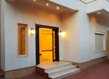 4 Bedrooms rooms Villa palace for rent in Jeddah